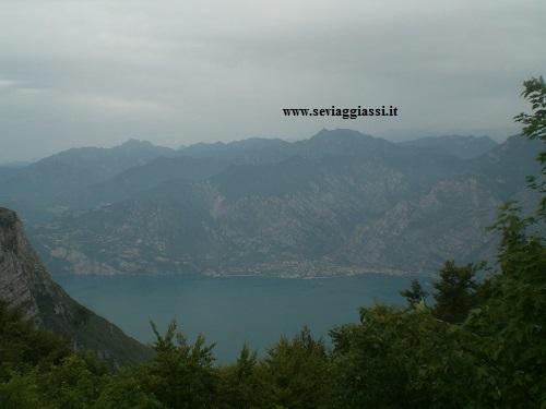 lago di garda dall'alto del monte baldo