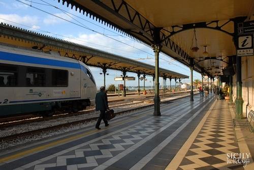 stazione ferroviaria Taormina-Giardini