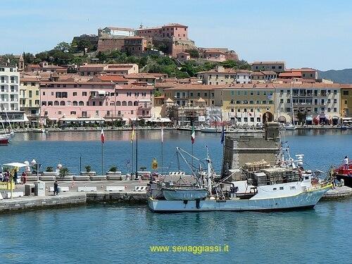 Isola d'Elba: tra mare, vicoli e distese verdi.