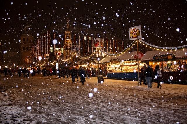 mercatino di natale sotto la neve (1)