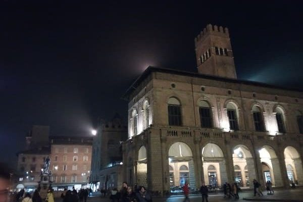 Bologna centro storico in notturna