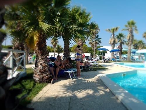 bordo piscina Holiday Family Village